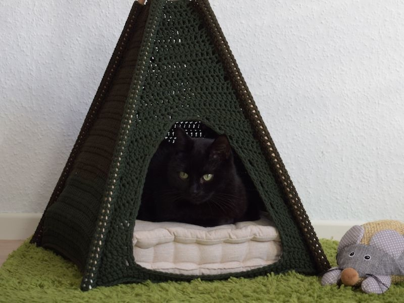 CroCaTent Crochet Cat tent
