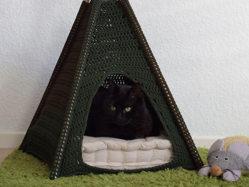 CroCaTent Crochet Cat tent